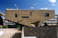 Breuer didn't only do prefab. Behold the cast-in-place concrete Begrisch Hall.http://sosbrutalism.org/cms/15892181 Marcel Breuer: Begrisch Hall, Bronx Community College, City University of New York, USA, 1959–1970Photo: © Hagen Stier 2006