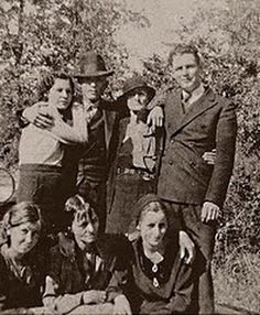 1932-1934       While on the run, Bonnie and Clyde would set up frequent secret meetings with their families. Standing left to right are Billie Jean Mace (Bonnie's sister), Clyde Barrow, Cumie Barrow (Clyde's mother) and LC Barrow (Clyde's youngest brother). In front, left to right, are Marie Barrow (Clyde's youngest sister), Emma Parker (Bonnie's mother), and Bonnie Parker.