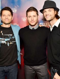 200th ep party. I love that Misha is wearing a spn shirt. They're posing normally. It's weird.