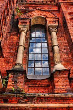 Window and red brick facade, Tula, Russia. #portal