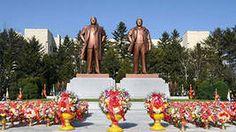 С утра жители Северной Кореи отправились в Кымсусанский дворец, где находятся усыпальницы Ким Ир Сена и Ким Чен Ира. В постановлении депутатов отмечается, что все корейцы «обязаны рассматривать это величественное сооружение как священный храм и символ достоинства и гордости всей нации».