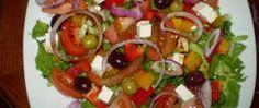 Recept Zeleninový salát s balkánským sýrem Caprese Salad, Bruschetta, Kefir, Ethnic Recipes, Food, Diet, Recipes, Essen, Meals