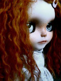 http://www.flickr.com/photos/iriscustom-cutom_blythe/