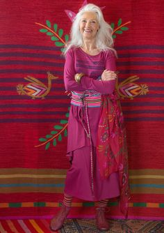 "Inspiration Frida Kahlo – GUDRUN SJÖDÉN – Skirt in lyocell/elastane Easy-wear skirt in lyocell with beautiful drape and a shirred waist. Pair with the ""Carla"" tunic for a lovely layered look! Standard fit. Article number 67721 Price £ 49"