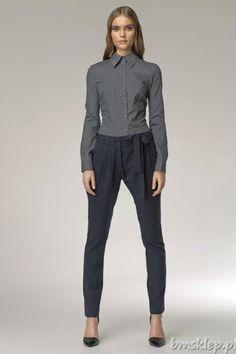 """Spodnie z nietypowym zapięciem. Rozporek zakryty zakładką zapinaną z boku na biodrze. Do spodni dołączony jest #pasek, który można finezyjnie wywiązać np. w kokardę. Nogawka typu """"rurka"""". Skład: 60% #poliester, 35% #wiskoza, 5% elastan... #Spodnie - http://bmsklep.pl/spodnie"""