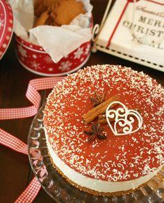 Leivo helppo joulukakku, jossa yhdistyy pipari, glögi ja valkosuklaa. Bloggari Emmi Iivanaisen ohje on nopea ja silti joulupöydän kohauttaja.
