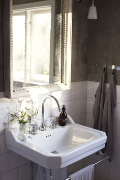 Bathroom Decorating – Home Decorating Ideas Kitchen and room Designs Guest Bathrooms, Laundry In Bathroom, Small Bathroom, Bathroom Ideas, Bad Inspiration, Bathroom Inspiration, Interior Design Inspiration, Classic Interior, Home Interior