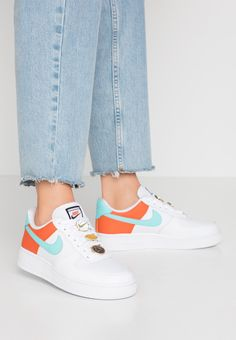 · Nicht vorrätig · Nike Sportswear NIKE AIR FORCE 1 SE - Trainers - white/light aqua/cosmic clay for with free delivery at Zalando Nike Air Force Ones, Nike Shoes Air Force, Nike Air Force 1 Outfit, Converse Sneaker, Puma Sneaker, Sneakers Nike, Nike Trainers, Nike Sportswear, Moda Nike