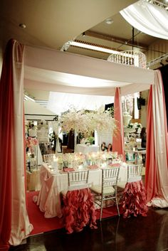 sweetheart table set up Perfect Wedding, Our Wedding, Wedding Venues, Dream Wedding, Wedding Ideas, Table Setting Inspiration, Table Set Up, Hanging Flowers, Chair Backs