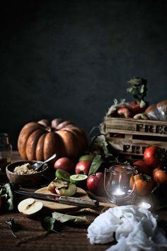 Pratos e Travessas: Bolo de abóbora com maças caramelizadas e creme de ricotta # Pumpkin cake with caramelized apples and ricotta cream | Food, photography and stories