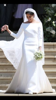 weddingdress duchesse See how Meghans dress compares to royal brides of the past. Prince Harry and Meghan Markle Wedding Royal Wedding Gowns, Second Wedding Dresses, Royal Weddings, Wedding Dress Styles, Givenchy Wedding Dress, Wedding Dress Sleeves, Long Sleeve Wedding, Dress Wedding, Estilo Meghan Markle