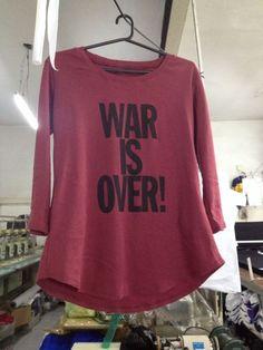 War Is Over. Ropa para todo tipo de cuerpo, mente y espiritu alegre. Dejate Llevar Indumentaria. Argentina. Buenos Aires. www.dejatellevar.com.ar