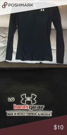 Long-sleeve under armour shirt Youth large fits like adult small under armour keeps heat in and wicks sweat away to stay cool! Great condition! Under Armour Tops Tees - Long Sleeve