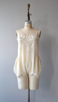 Vintage 1920s french vanilla silk step in with exceptional and varied lace upper bodice, ribbon shoulder straps, lace trimmed shorts and snaps between the legs. ✂-----Measurements  fits like: small/medium bust: 32-34 waist: fits up to 31 hip: up to 44 length: 32 brand/maker: n/a condition: excellent  to ensure a good fit, please read the sizing guide: http://www.etsy.com/shop/DearGolden/policy  ✩ more lingerie | swim ✩ https://www.etsy.com&#x2...