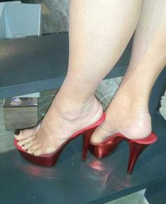 Sexy Legs And Heels, Hot High Heels, Platform High Heels, Sexy Sandals, Bare Foot Sandals, Talons Sexy, Clear Shoes, Feet Soles, Women's Feet