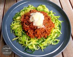 Zucchini Nudeln Bolognese – low carb – schlank mit verstand