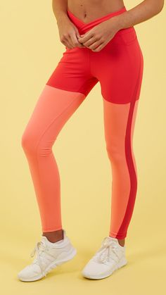 Both striking and physique-accentuating, the Dynamic Leggings feature an eye-catching overlay waistband with crossover design that supports your core, whilst glute-enhancing seams flatter to form. Coming soon in Red Coral Marl.