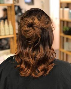 Messy Bun, Up Hairstyles, Long Hair Styles, Beauty, Messy Bun Updo, Hairdos, Messy Buns, Long Hairstyle, Long Haircuts