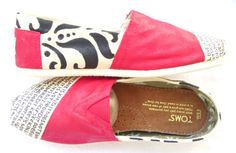 Damask Print Custom TOMS Cream, Black, and Red Love is Patient 1 Corinthians 13 I could wear these toms Crazy Shoes, Me Too Shoes, Tom Shoes, Sandro, Toms Outlet, Diy Crafts For Gifts, Women's Summer Fashion, Swagg, Passion For Fashion