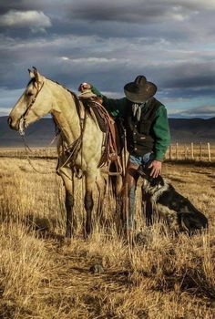 Cowboy with his trusted horse and loyal dog. Cowgirl And Horse, Cowboy Art, Western Cowboy, Real Cowboys, Cowboys And Indians, Rodeo Cowboys, Cowboy Photography, Cowboy Pictures, West Art