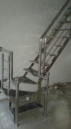 Steel Railing Design, Staircase Railing Design, Metal Stair Railing, Stair Ladder, Balcony Railing Design, Stair Handrail, Home Gate Design, Door Design, House Design