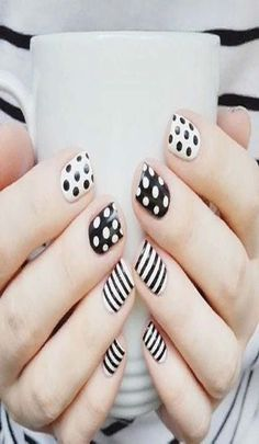 Summer Nail Art 2019 Ideas to give you that invincible shine and confidence Exciting Summer nail art for you to get into the vacation mode. I am sure these summer nail designs will make you ready for your summer parties and trips. Dot Nail Art, White Nail Art, Polka Dot Nails, White Nails, Polka Dots, Black Manicure, Nail Art Stripes, Black Nails, Trendy Nail Art