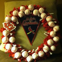 St. Louis Cardinals Wreath.. making this for my dad!!! :)