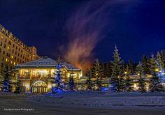 Fairmont Chateau Lake Louise - drive up to the main entrance. Banff National Park #Winter #ExploreAlberta