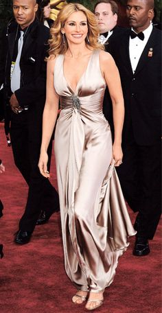 Julia Roberts in Giorgio Armani, 2004 from InStyle Eric Roberts, Julia Roberts Style, Instyle Fashion, Costume Institute, Celebrity Look, Red Carpet Looks, Satin Dresses, Pretty Woman, Glamour