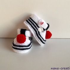 Chaussons, sandales chaussures de bébé style marin en laine, tricotés main, 0/3 mois .blanc,bleu.