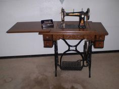 Antique singer sewing machine item 5403 durham industries antique singer sewing machine item 5403 durham industries miniature dollhouse furniture 1970s durham singers and miniature dollhouse furniture sciox Gallery