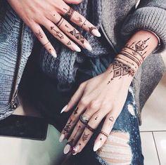 Henna Me Pretty | Nuriyah O. Martinez | Pinterest: @simritpamma