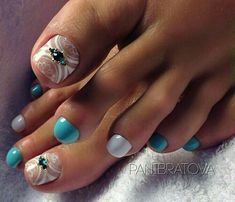 New Pedicure Nail Art Toenails Girls 68 Ideas Pedicure Nail Art, Pedicure Designs, Toe Nail Designs, Pedicure Ideas, Pretty Toe Nails, Cute Toe Nails, Cute Toes, Toe Nail Color, Toe Nail Art