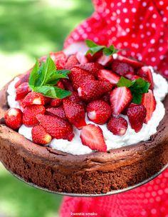Czekoladowa Chmura z truskawkami Summer Cakes, Dessert Recipes, Desserts, Cheesecake, Strawberry, Food And Drink, Cooking Recipes, Sweets, Mascarpone