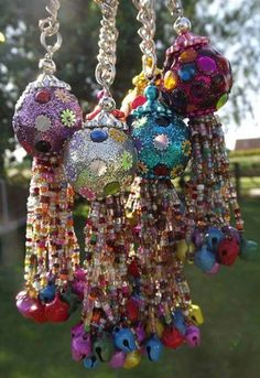 Gypsy Bells ~~ Love this take on wind chimes! No instructions, but I think we can figure this out! Gypsy Decor, Bohemian Gypsy, Gypsy Style, Bohemian Decor, Hippie Style, Bohemian Style, Boho Chic, Carillons Diy, Diy Crafts