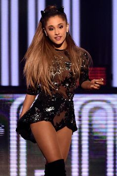 Ariana performs during the 2014 iHeartRadio Music Festival at the MGM Grand Garden Arena 70 📌 Sept. in Las Vegas, Nevada. Ariana Grande Legs, Adriana Grande, Ariana Grande Outfits, Ariana Grande Photos, Bilal Hassani, Scream Queens, Dangerous Woman, Celebs, Celebrities