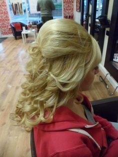 Half Up Curly Hair, Curly Hair Styles, Dreadlocks, Beauty, Cosmetology, Dreads, Box Braids, Crochet Braids