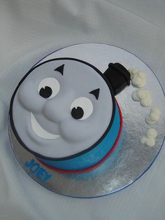 Thomas Face Cake by springlakecake, via Flickr. This face is near perfect. I love the effect, who needs the whole train?