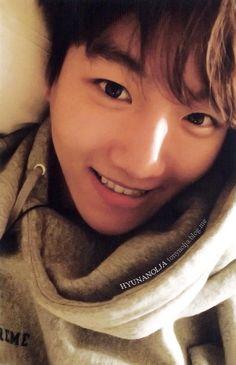 Baekhyun exodus photocard. Crying bc he's prettier than me