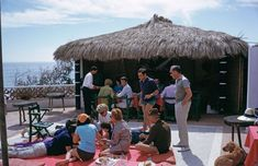 Guests on the beach of the Blue Safari Club on Manda Island, in the Lamu Archipelago of Kenya, February Slim Aarons, Moving To California, Attractive People, Vintage Beauty, Vintage Photography, Human Body, Life Is Good, All About Time, Cool Photos