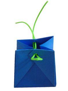Origami: boîte pochette avec scoubidou, pochette en origami -Tête à modeler