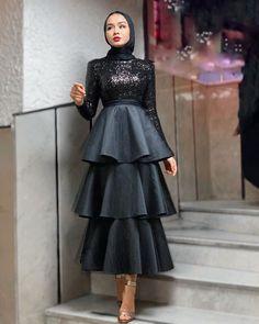 Muslim Women Fashion, Modern Hijab Fashion, Hijab Fashion Inspiration, Modest Fashion, Skirt Fashion, Fashion Dresses, 70s Fashion, Fashion Clothes, Korean Fashion