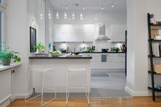 30 Inspiring White Scandinavian Kitchen Designs Look at these amazing Scandinavian kitchen designs. They are all very simple, modern and in the same time elegant. Scandinavian kitchen designs can be Outdoor Kitchen Countertops, Modern Kitchen Cabinets, New Kitchen, Kitchen Decor, Room Kitchen, Kitchen Modern, Kitchen Ideas, Kitchen Appliances, Scandinavian Kitchen