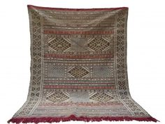 Berber Moroccan Flatwoven : Here is some info on how Berber rugs are made: The Berber carpet is never made mimicking a model, as is the case. Berber Carpet, Berber Rug, Saddle Blanket, Kilim Rugs, Bohemian Rug, Weaving, Carpets, Moroccan, Handmade