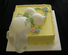 Tutorialous.com   Pregnant belly cakes; the delicious accompaniment for a memorable baby shower
