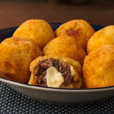Bombas de Carne, Papa y Queso... porque lo que importa es lo que está en el interior. Beef Recipes, Mexican Food Recipes, Snack Recipes, Cooking Recipes, Ethnic Recipes, Dinner Recipes, Chicken Recipes, Dog Food Recipes, Tasty Videos