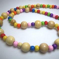 Collier en perles de bois multicolore et beige, par Boutique Astrallia : http://www.alittlemarket.com/boutique/boutique_astrallia-221905.html