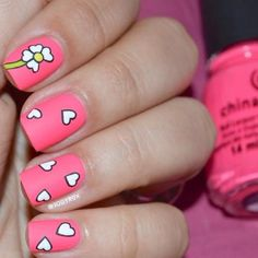 This bold polish and adorable daisy design are the perfect combination of cool and cute. #Festival #NailDesigns