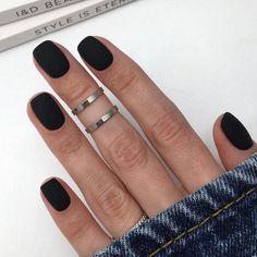 unghie corte nere smalto effetto matte Black Nails Short, Matte Black Nails, Prego, Nail Decorations, Square Nails, Cute Nail Designs, Nail Trends, Halloween Nails, Fun Nails
