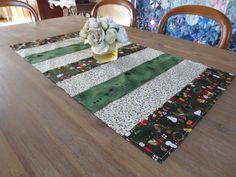 Chemin de table, noël, vert & blanc en patchwork : Accessoires de maison par michka-feemainpassionnement